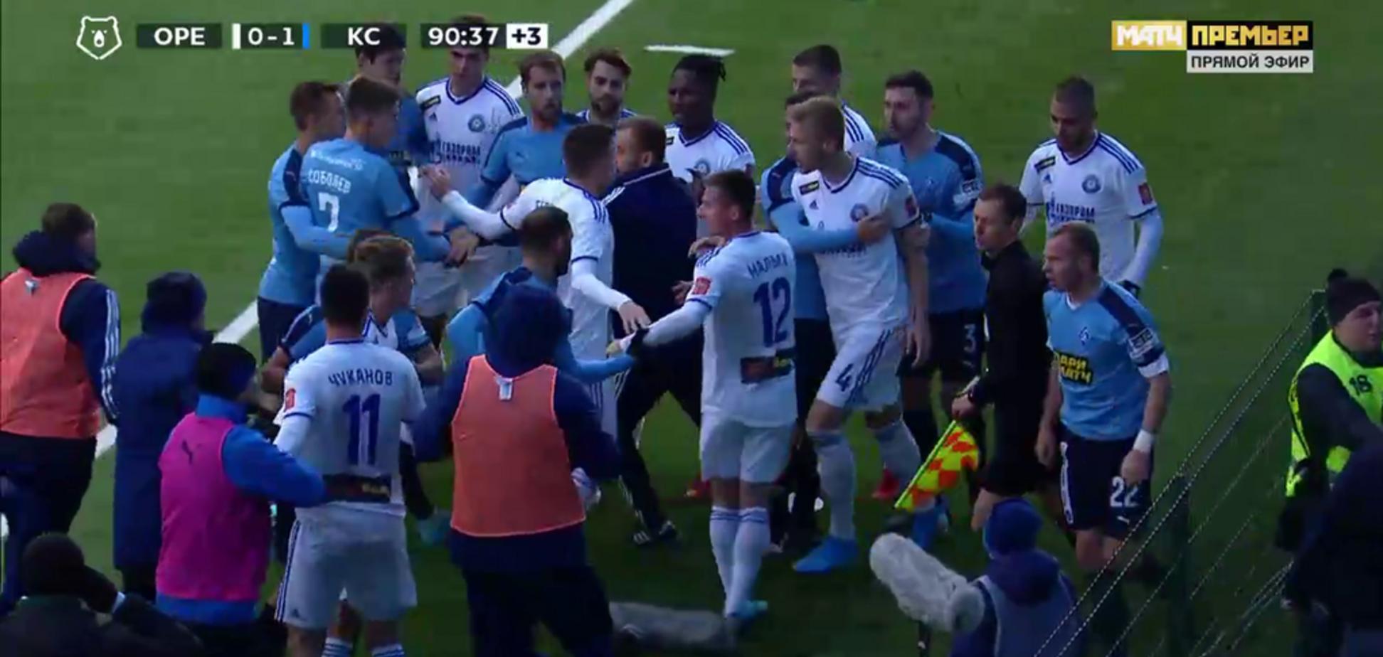 Футболисты в чемпионате России устроили массовую драку