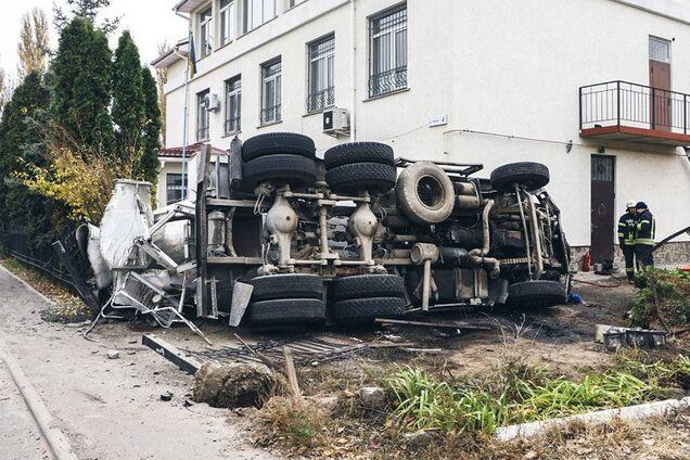 Під Києвом трапилася ДТП з бетономішалкою
