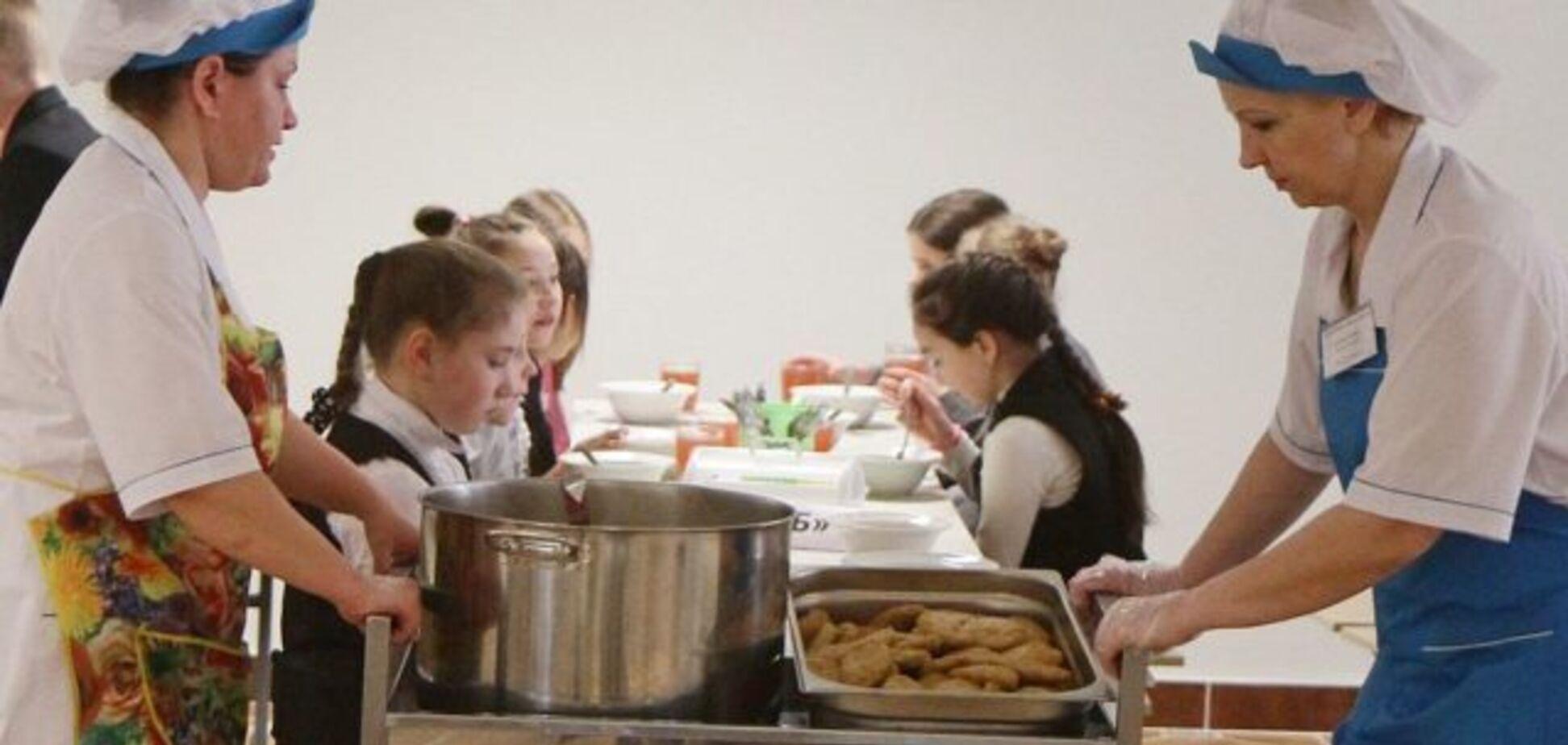 'Таким свиней не кормят!' В сети возмутились из-за питания в школе Киева