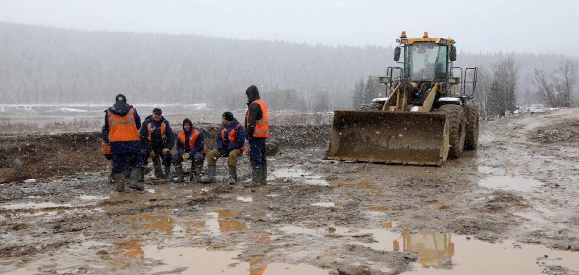 Ужасные условия жизни рабочих золотого прииска в Красноярском крае попали на видео