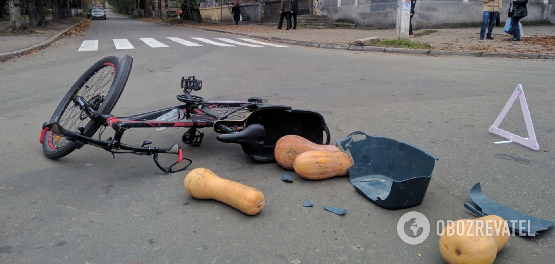 Под Днепром автомобиль переехал велосипедиста: видео с места ДТП
