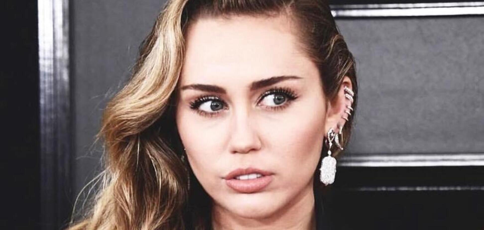 'Королева сосків!' Американська співачка завела мережу оголеними грудьми