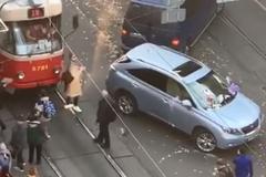 У Києві чоловік 'евакуював' Lexus порушника