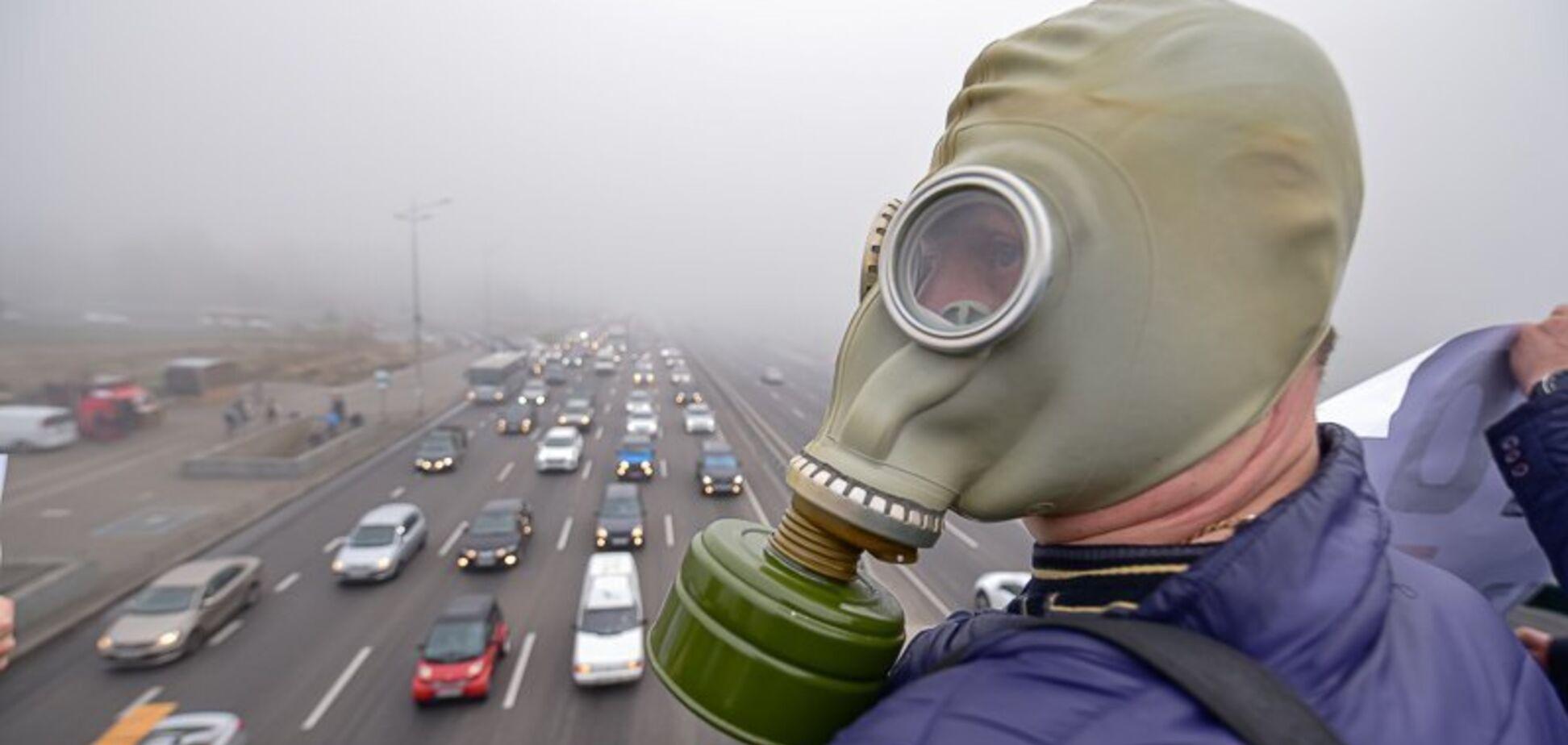 'Газова камера!' У Києві вийшли на мітинг проти їдкого туману