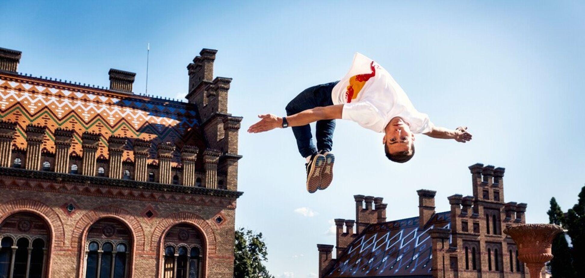 Успеть на экзамен! Зрелищные паркур-трюки в одном из старейших университетов Украины!