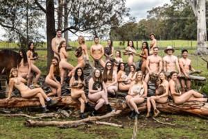 Прикривалися тваринами: гола фотосесія студентів потрапила в мережу. Фото 18+