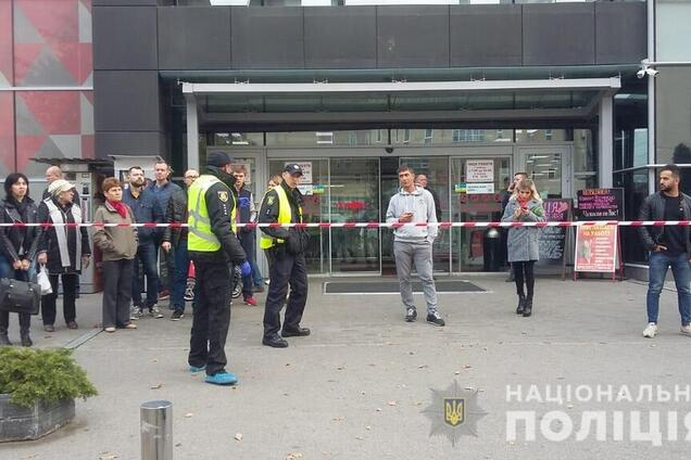 В Харькове возле супермаркета открыли стрельбу