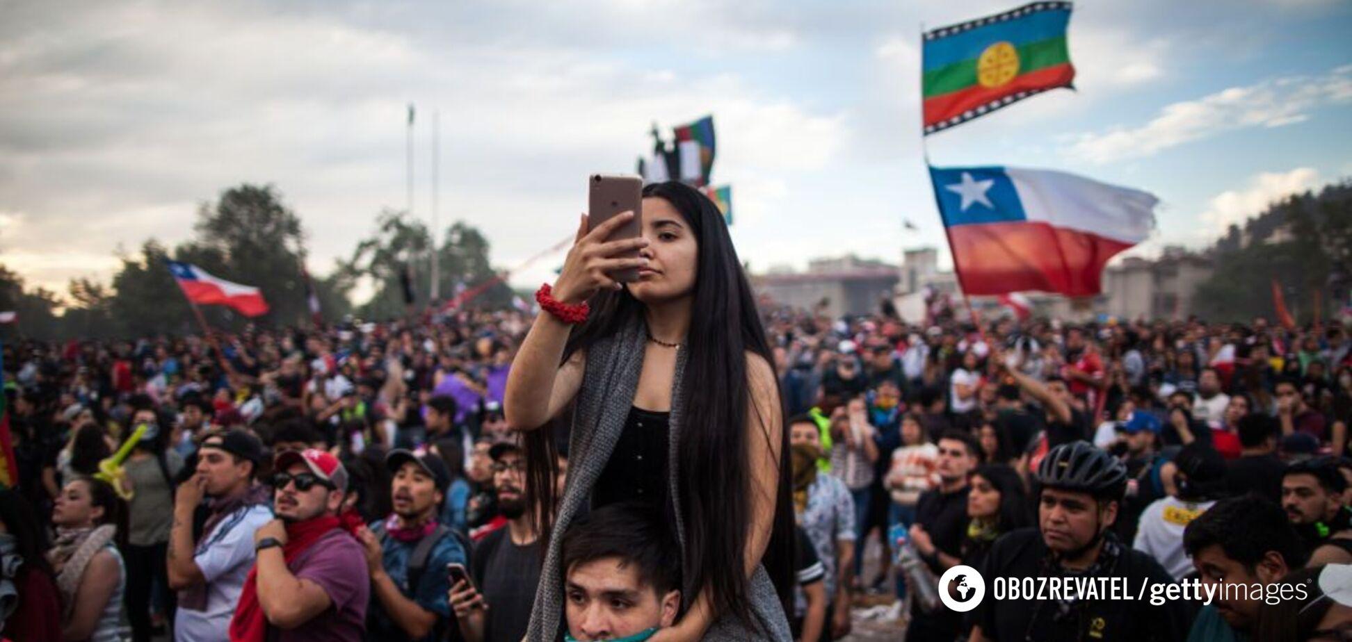 В Чили более миллиона человек устроили масштабные протесты: есть погибшие. Фото и видео