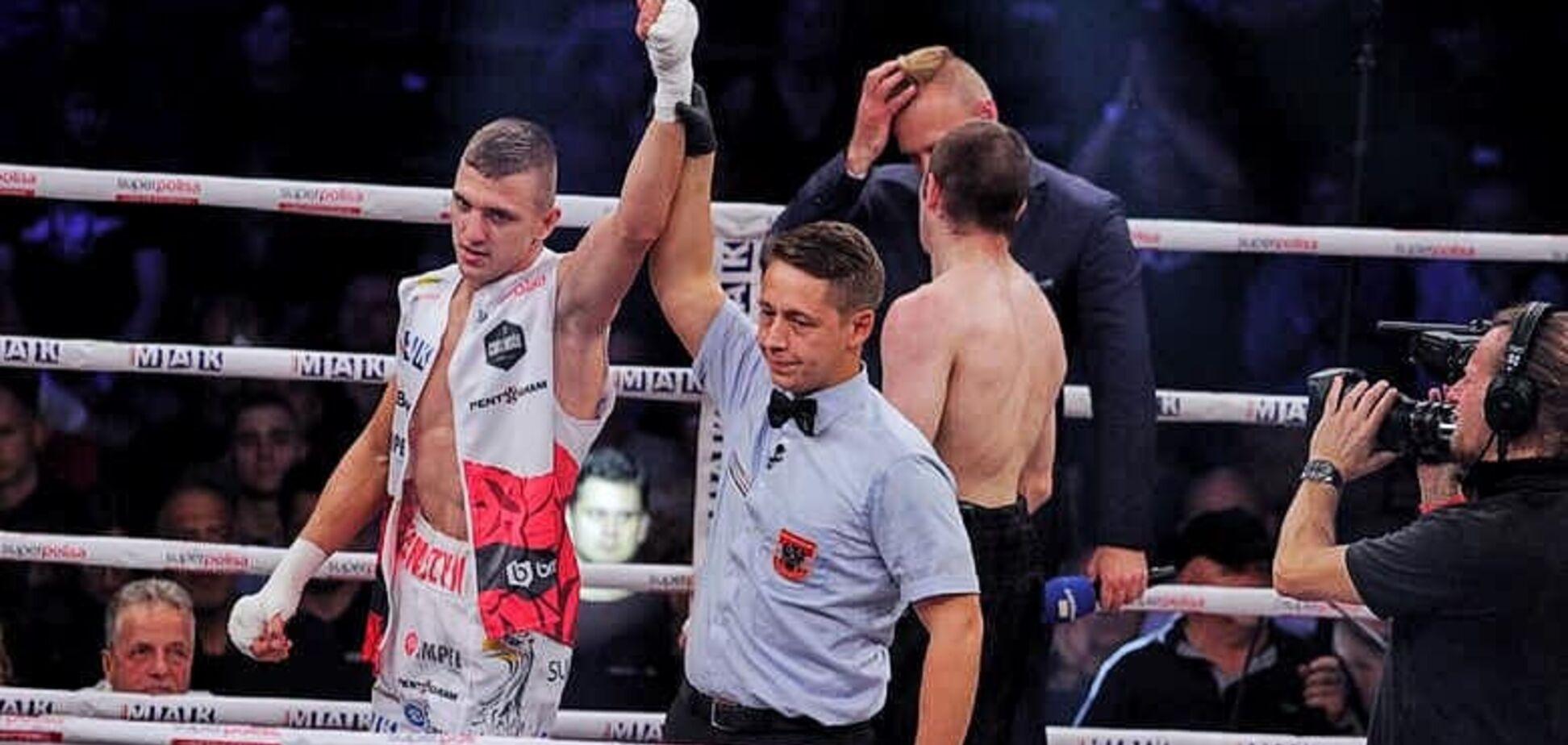 Непереможний боксер з Харкова потужною атакою нокаутував суперника у 1-му раунді - Відеофакт
