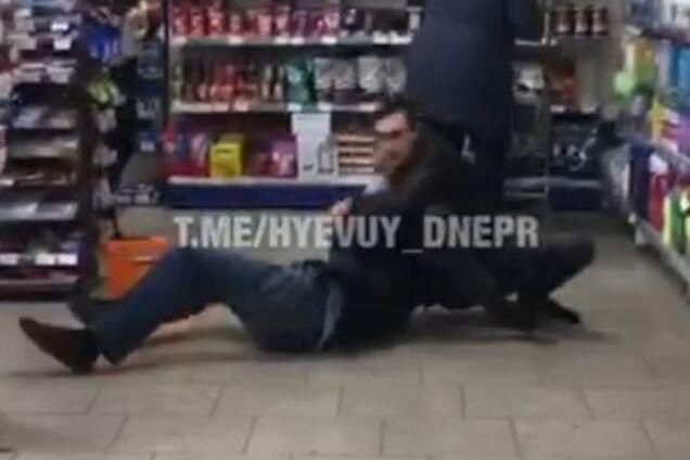 В Днепре произошла жестокая драка в магазине
