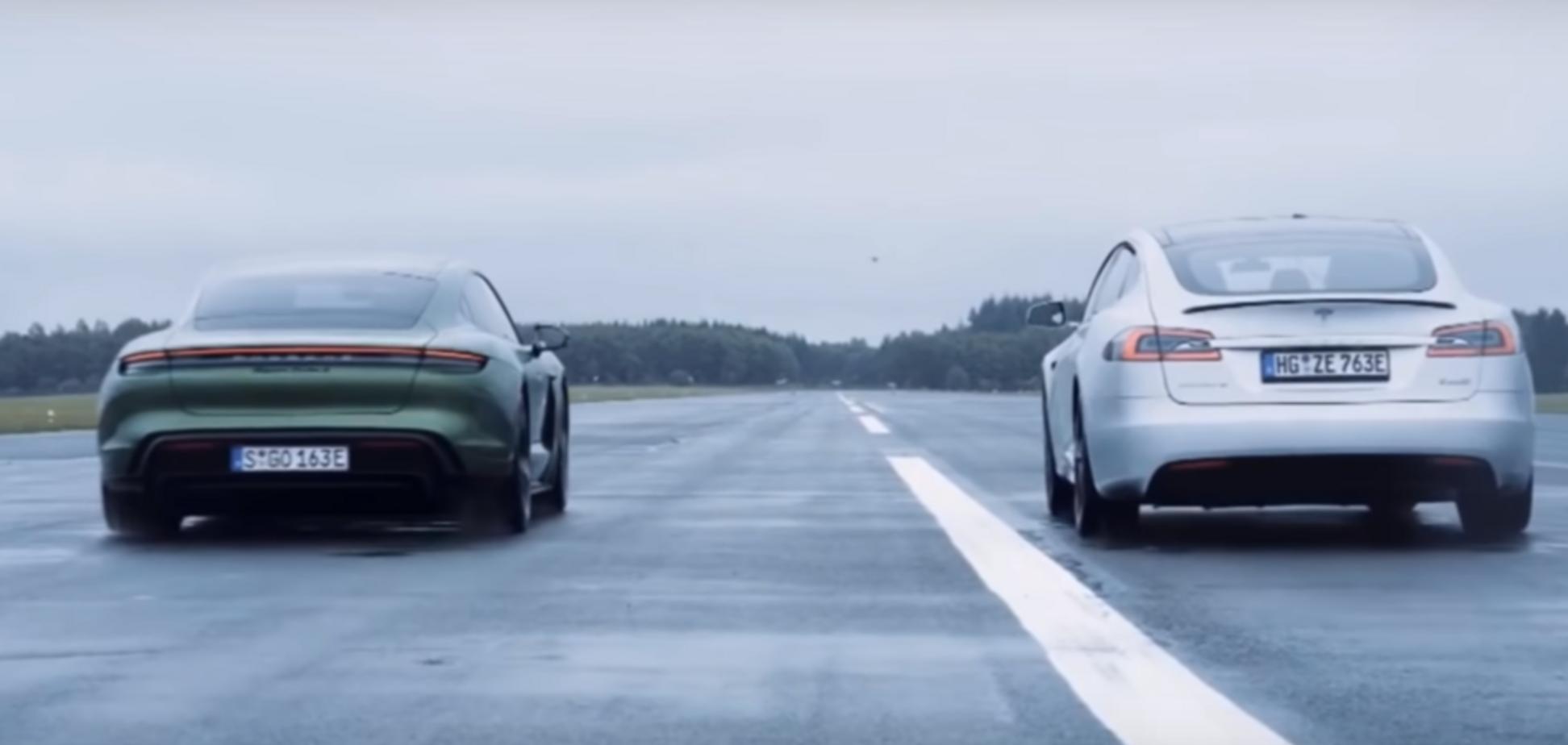 Перегони між електрокарами Tesla і Porsche закінчилися несподівано