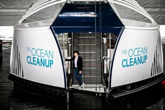 Плавучий робот начал охотиться за мусором в океане