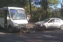 У Кривому Розі маршрутка з пасажирами потрапила в серйозну ДТП: <strong>постраждали 8 осіб</strong>