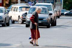 Вискочила прямо під колеса: в Дніпрі <strong>жінку переїхав автомобіль</strong>. Відео 18+