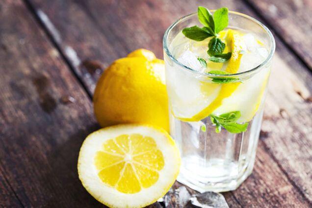 Вода з лимоном корисна для схуднення і очищення організму