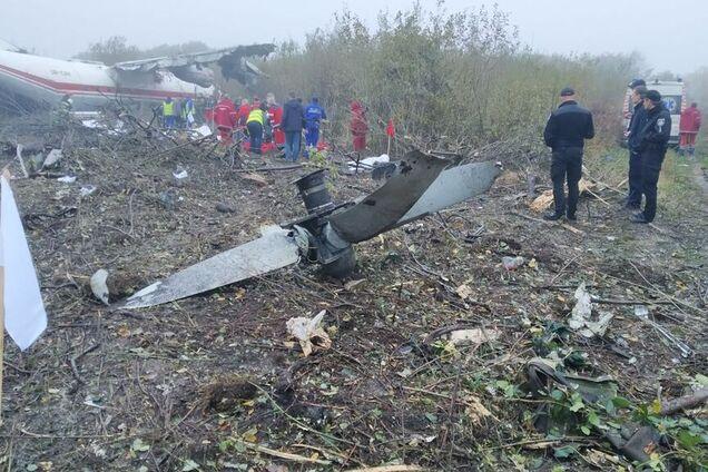 Під Львовом розбився літак