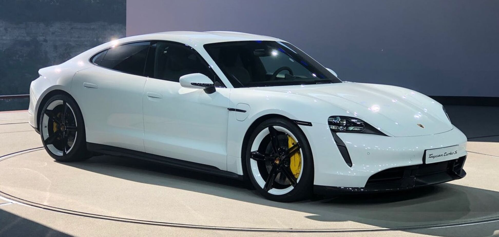 'Убийца рабочих мест': руководство Porsche рассказало про будущее Taycan