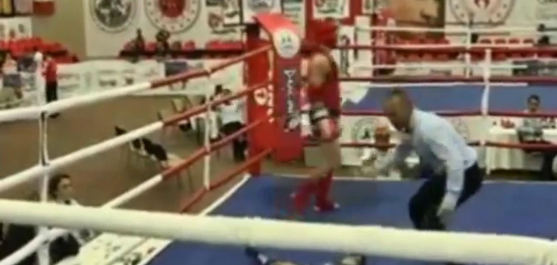 Український боксер переміг на ЧС лютим ударом ліктем з розвороту