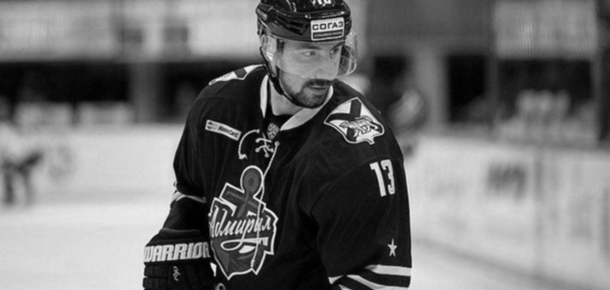 Известный российский хоккеист умер после удара в спину на матче
