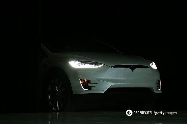 Владельцы Tesla ездят на волосок от смерти: обнаружен дефект