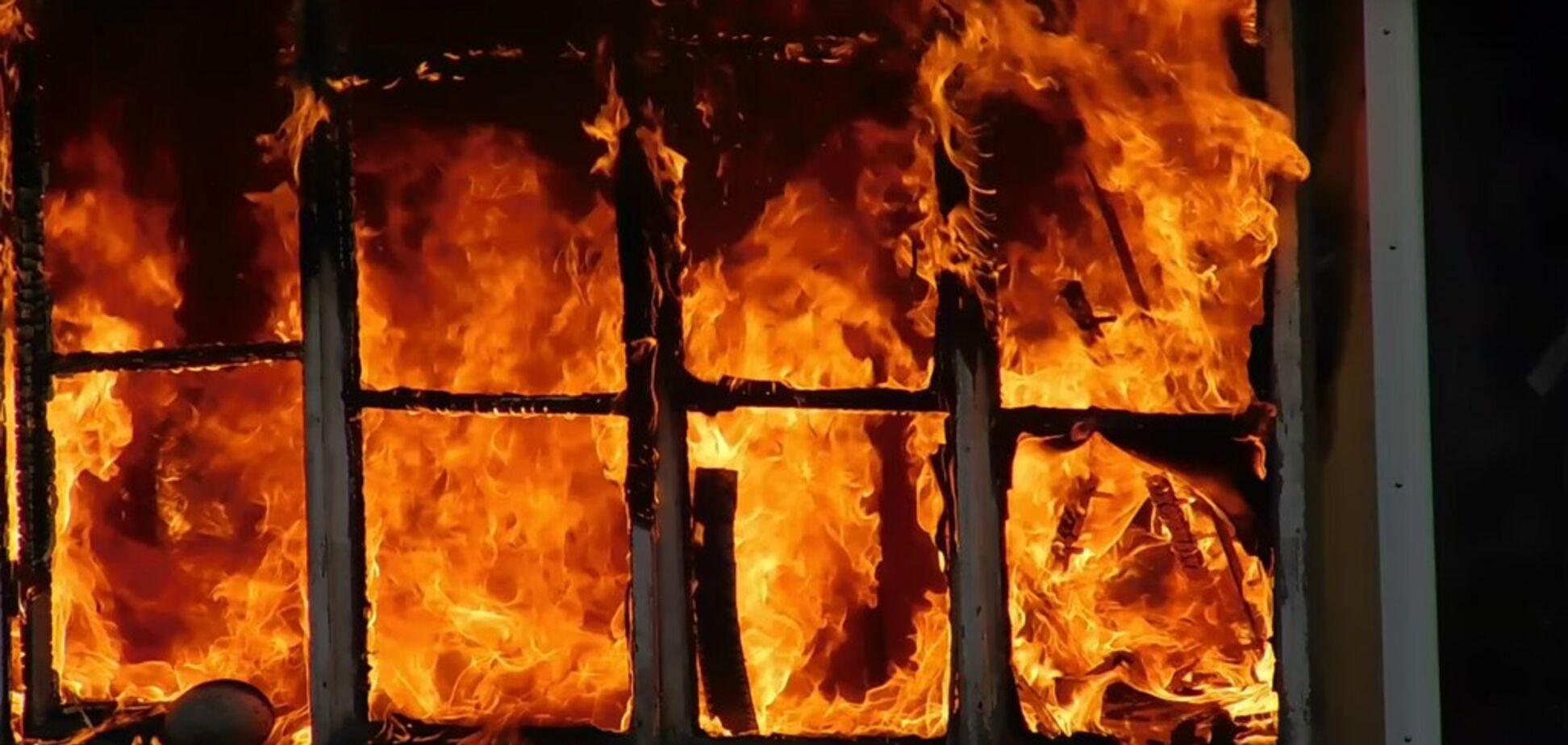 В Кривом Роге загорелась многоэтажка: есть пострадавший