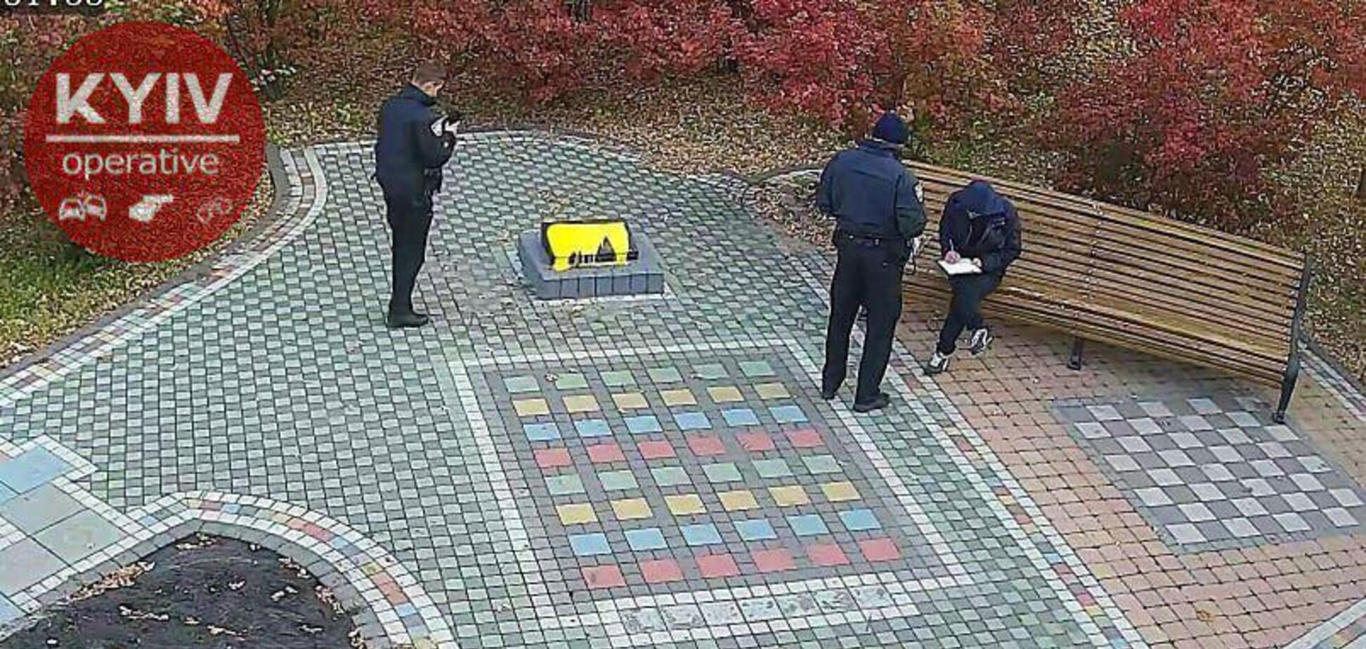 'Больной человек!' В Киеве вандал осквернил мемориал погибшим воинам АТО