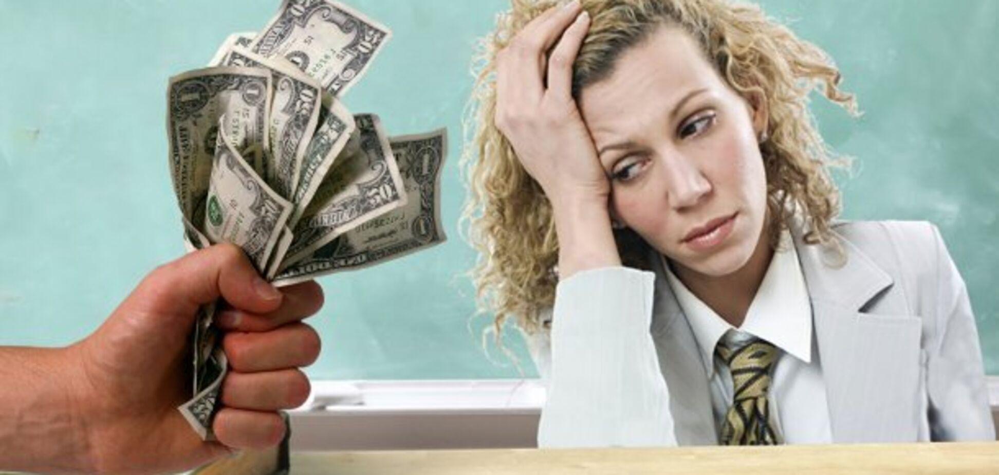 'Как раб на галере! Срам!' Зарплата учителей вызвала возмущение в сети