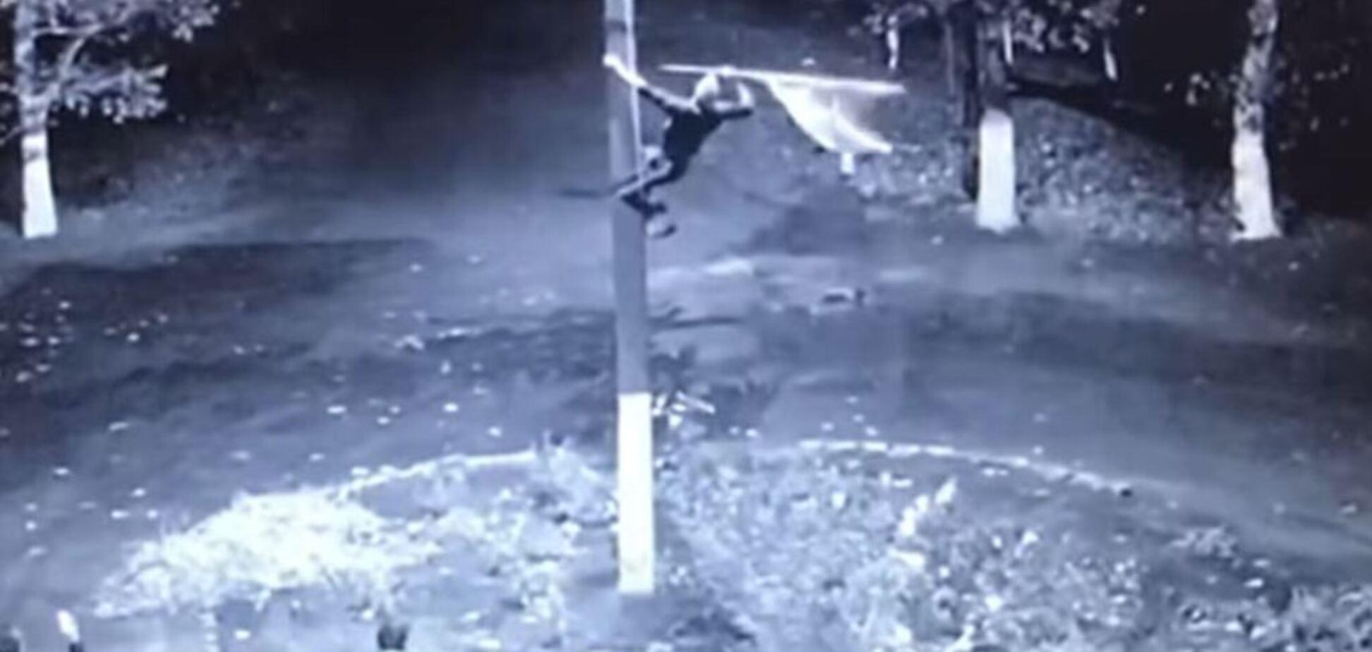 Вытер ноги о флаг Украины: на Одесщине произошел вопиющий инцидент. Видео