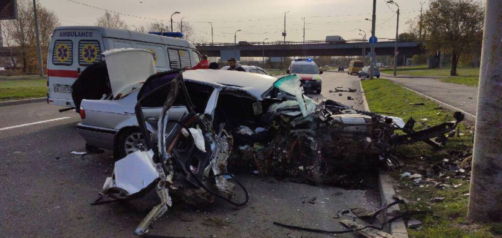 Разбился о столб: в Днепре произошло жуткое ДТП возле Южного моста