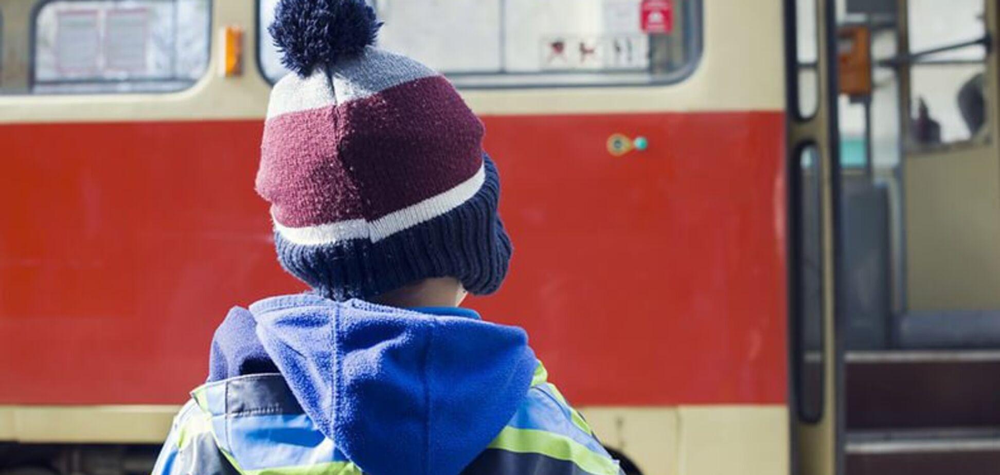 'Зажало по колено': в Днепре в троллейбусе произошло ЧП с ребенком
