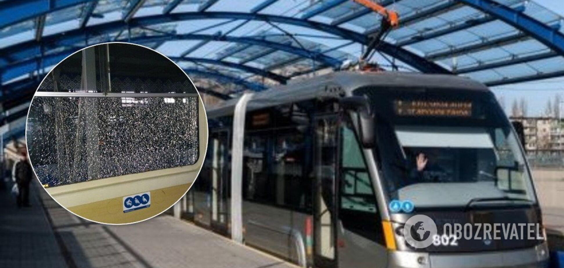 В Киеве обстреляли трамвай с пассажирами: появились фото с места ЧП