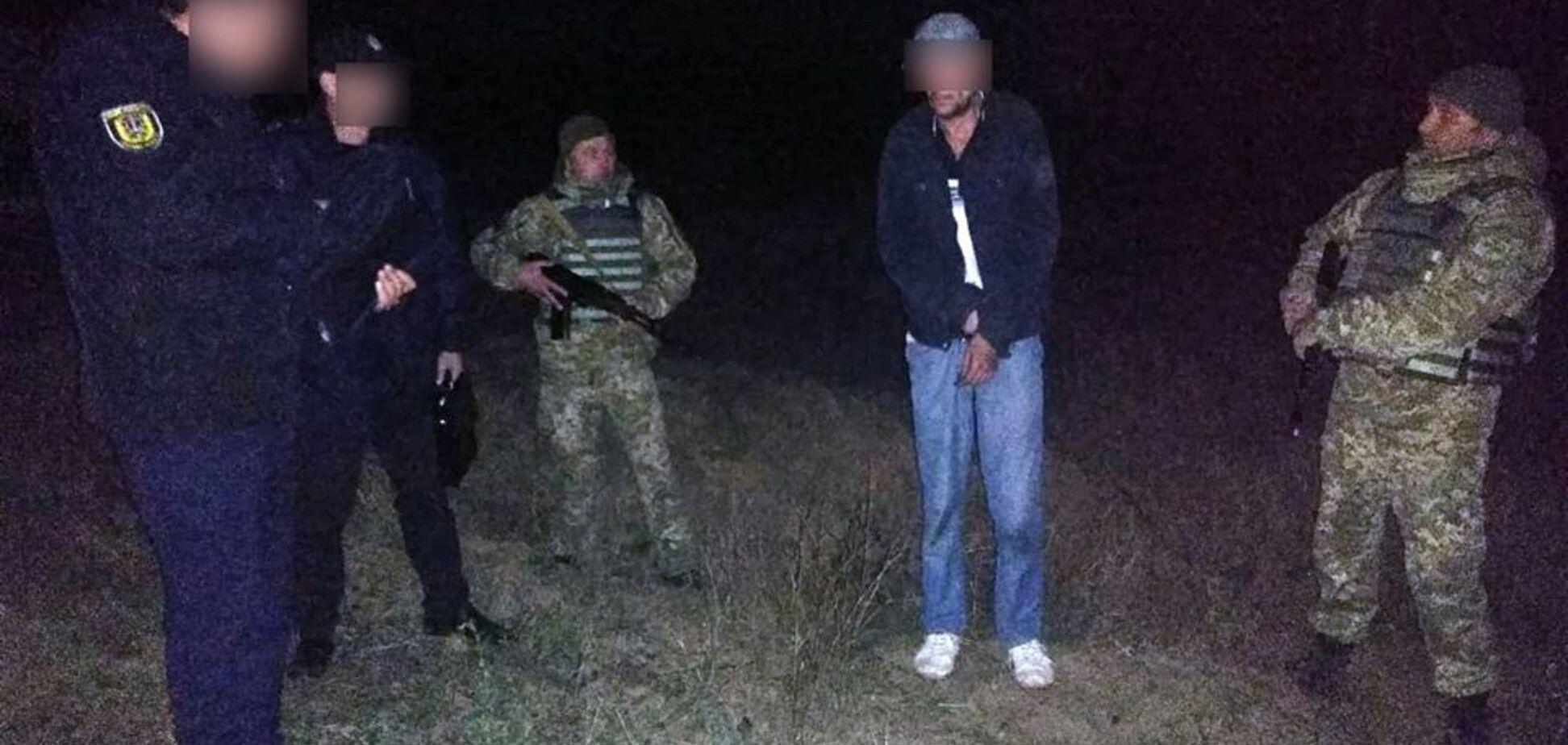 На Одесщине подозреваемый в убийстве иностранец напал с ножом на пограничника