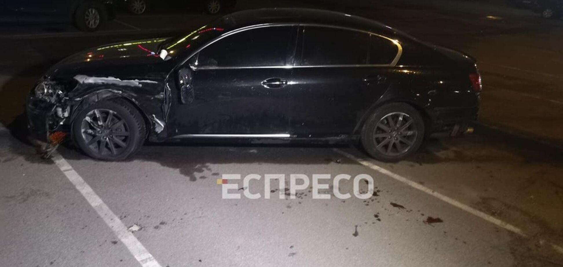 У Києві Lexus вилетів на тротуар і розчавив людей. Фото 18+