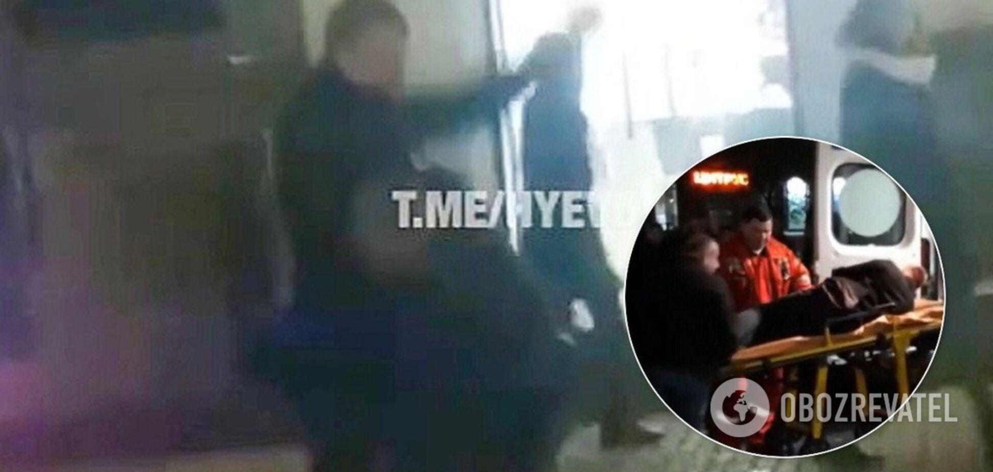 Повалил на землю и бил кулаками: в Днепре мужчины устроили публичную драку. Фото и видео