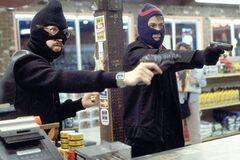 Ударили по голове и унесли деньги: в Днепре произошло дерзкое ограбление на АЗС
