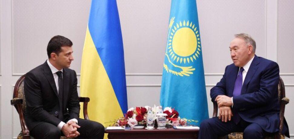 Почему Назарбаев предлагает Украине сдаться?