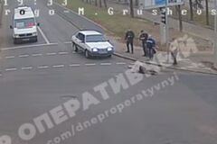 Выбежала на красный: в Днепре женщину переехал автомобиль
