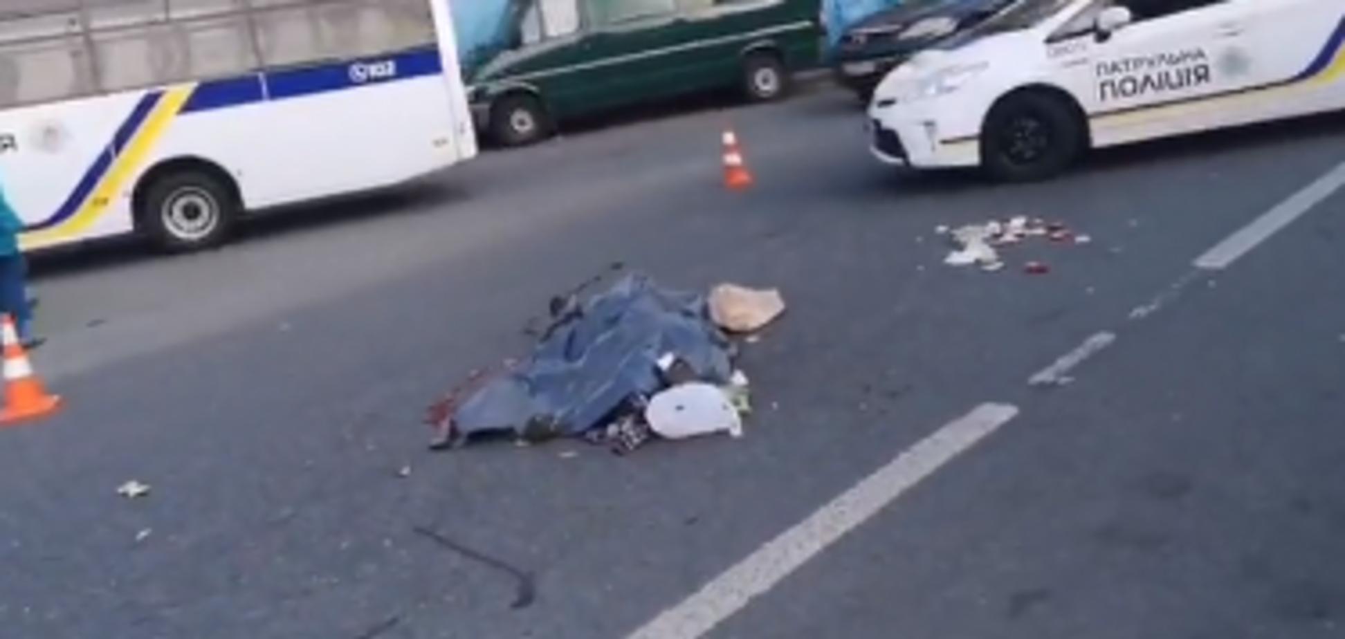 В Киеве грузовик переехал женщину