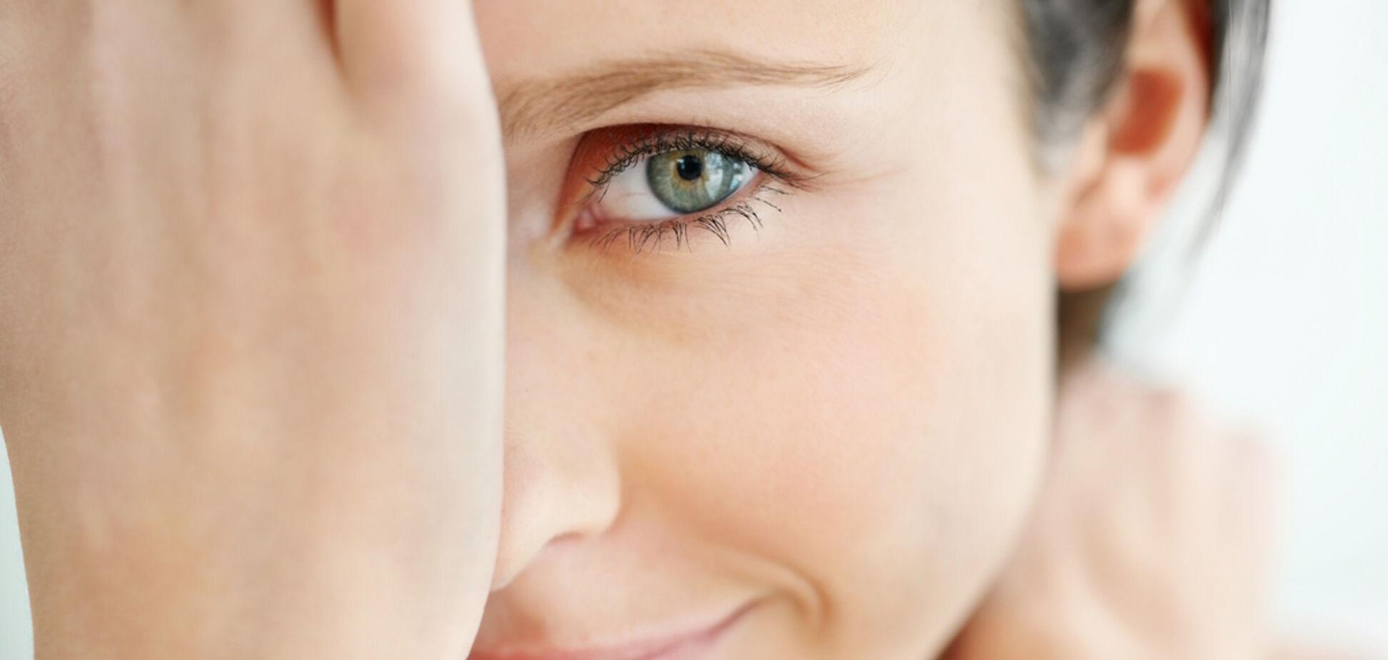 Нужен ли крем вокруг глаз: правда и мифы