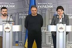 Зеленський має звільнити помічника, який дискредитує Україну