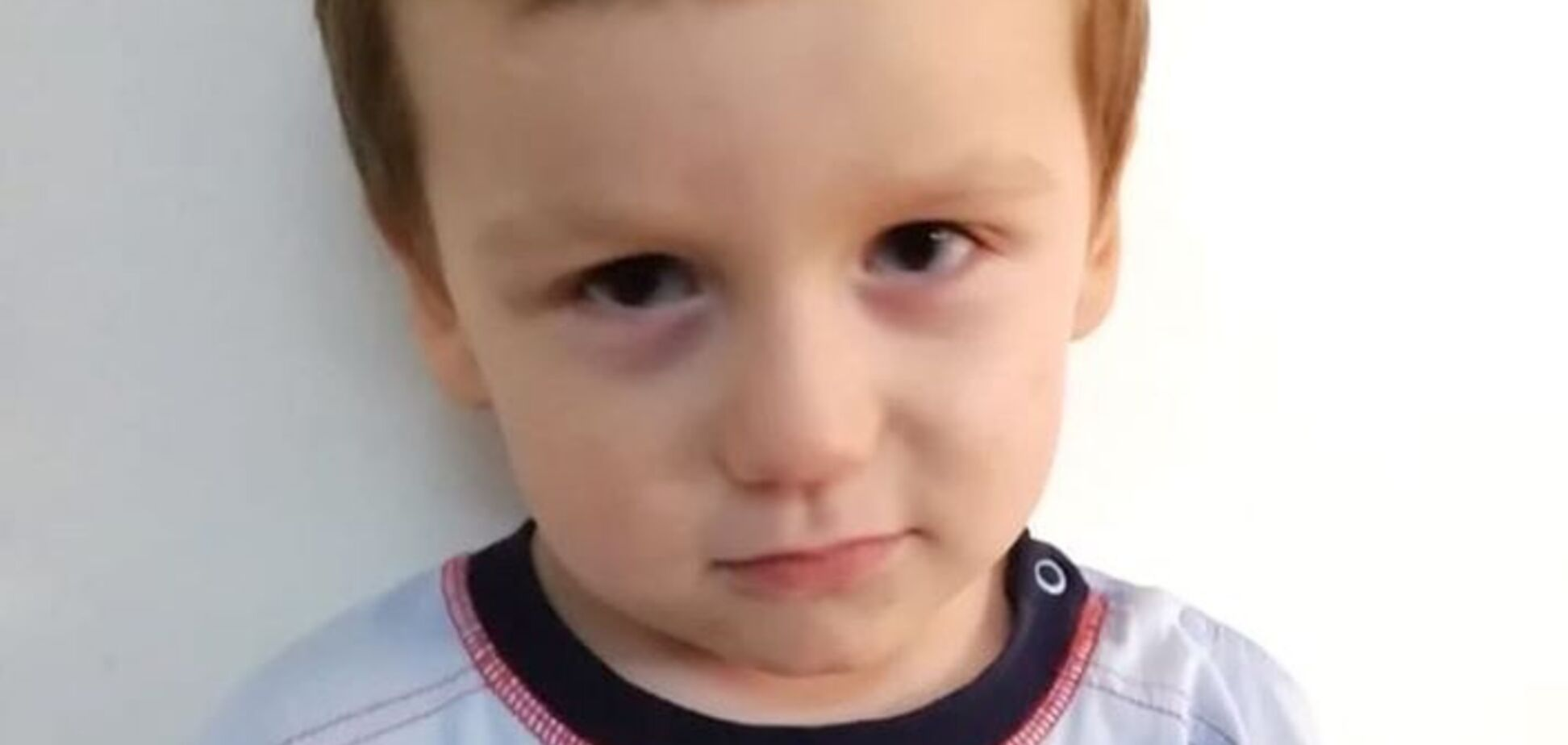 В Киеве нашли родителей брошенного посреди улицы 3-летнего малыша