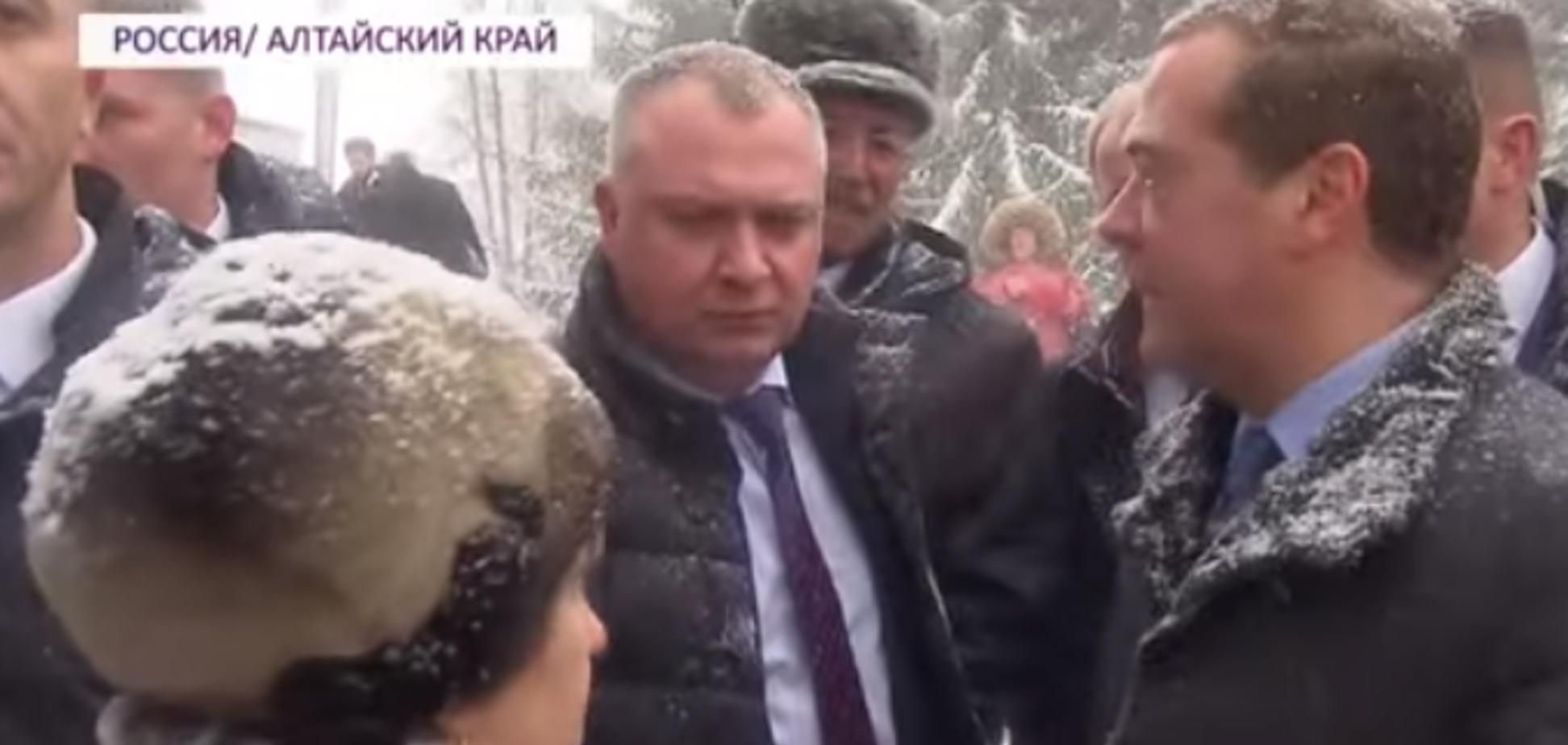'Впала під ноги!' Медведєв публічно осоромився перед росіянами. Відео
