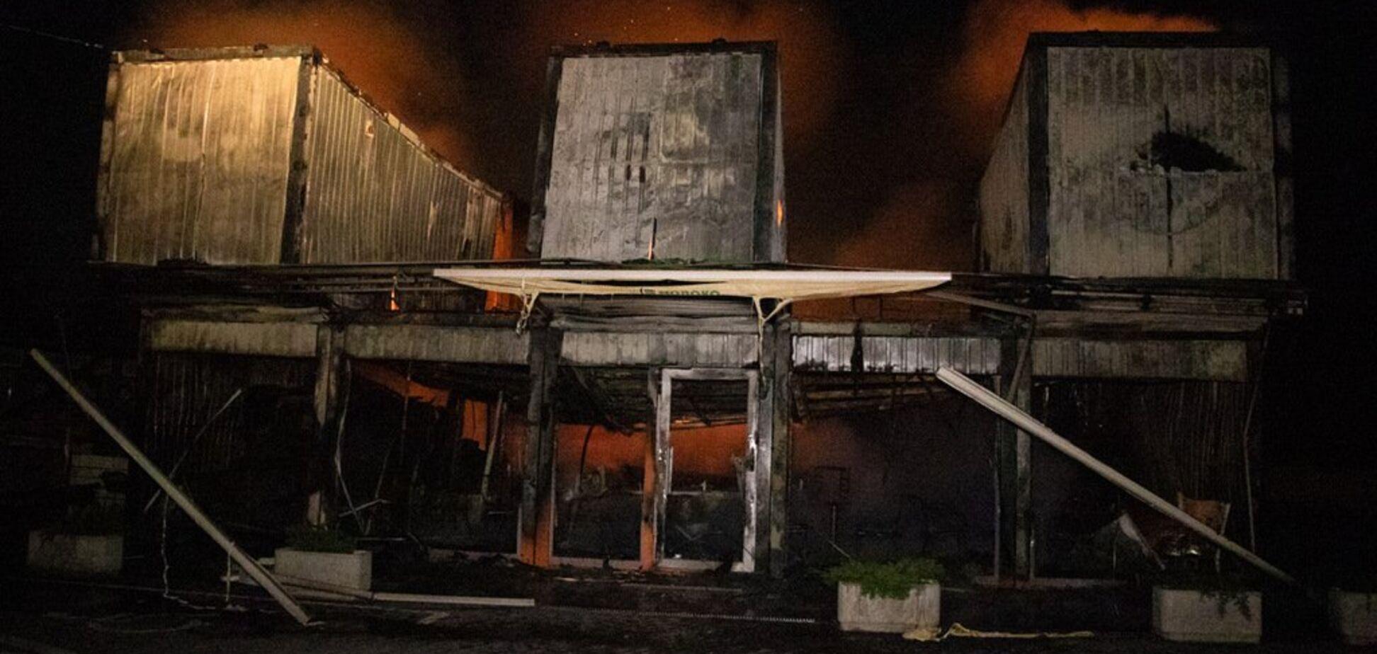 В Киеве подожгли три магазина известной сети