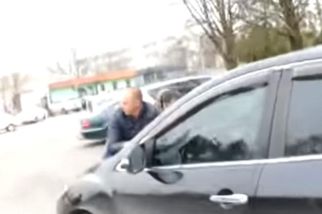 Под Киевом чиновник сбил людей