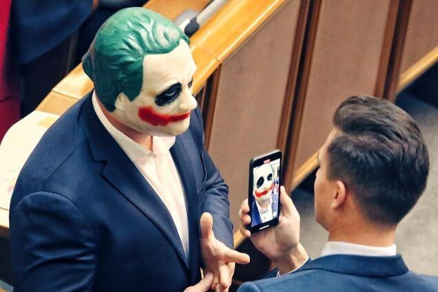 Кива в маске Джокера