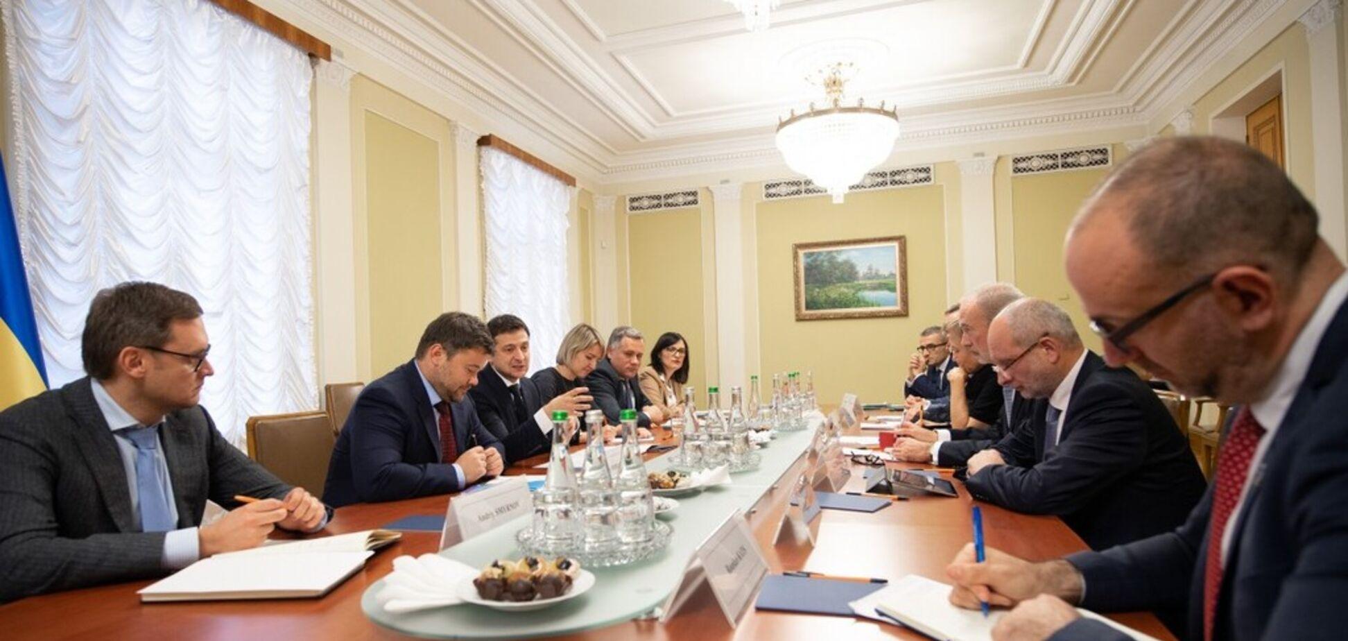 Зеленский встретился с послами G7: о чем говорили