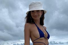 Ратаковски выставила напоказ голую грудь: горячие фото модели