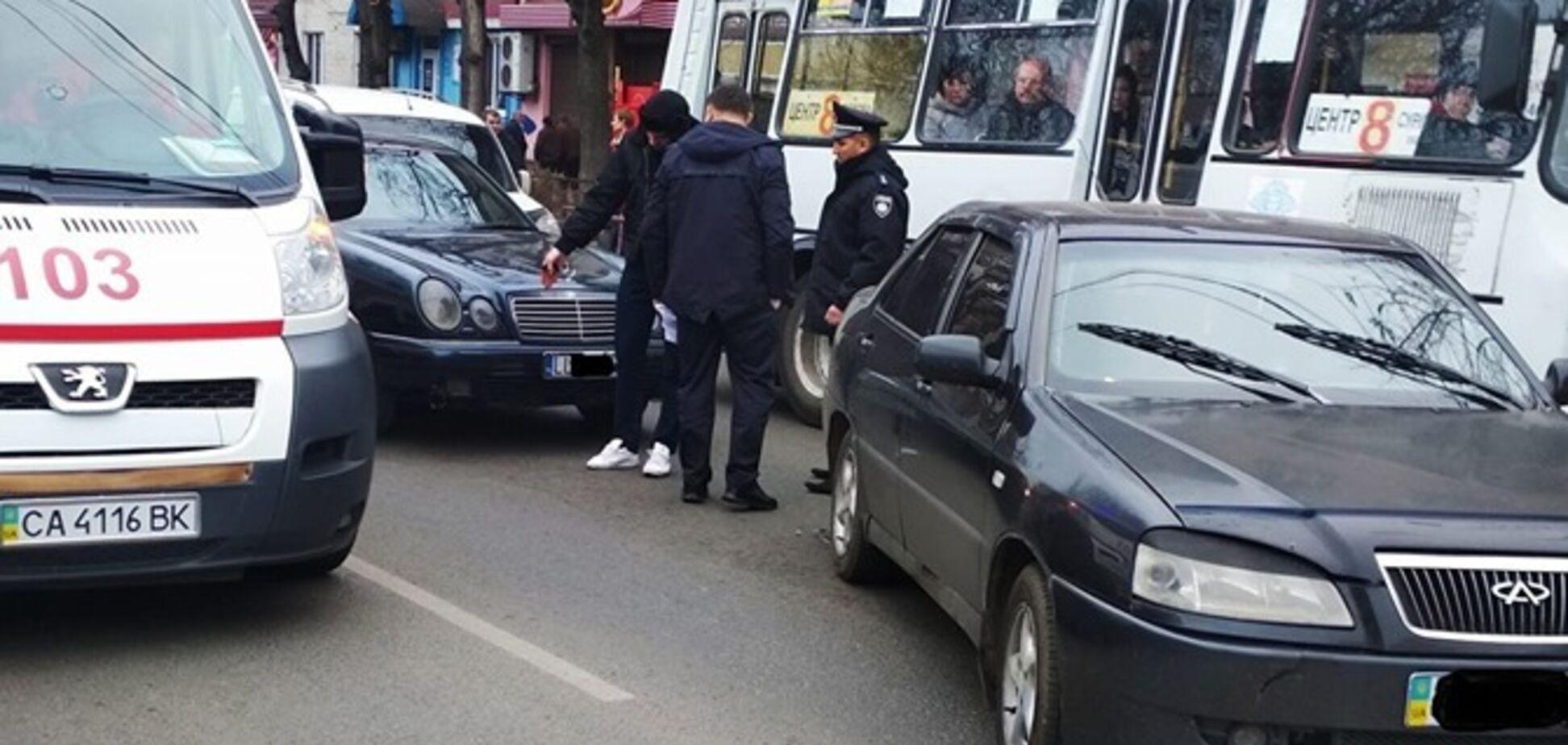 Влаштували самосуд: у Черкасах водій 'євробляхи' збив пішохода й намагався втекти. Фото