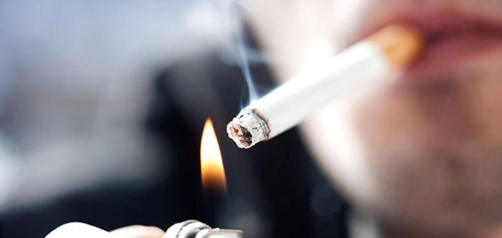 Курить і матюкається на парах: у скандалі з витівками викладача на Прикарпатті з'явилися нові деталі