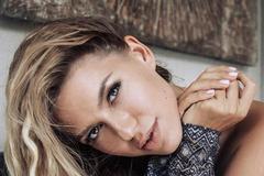 'Ні, не соромно': російська співачка не втримала груди в короткому топі